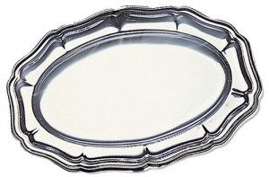 Silver-Oval-Plastic-Tray-300x197
