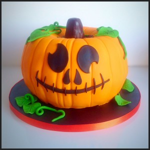A front-on view of the finished pumpkin piñata cake.