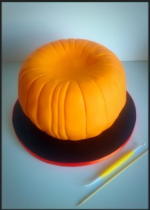 Use a veining tool to give your pumpkin a defined shape