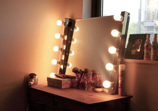 DIY Hollywood Style Mirror