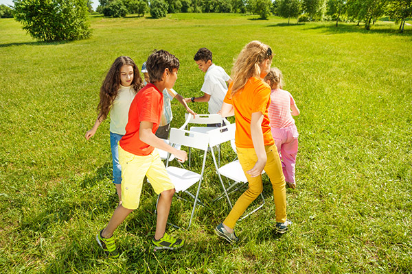 children playing musical chairs party game